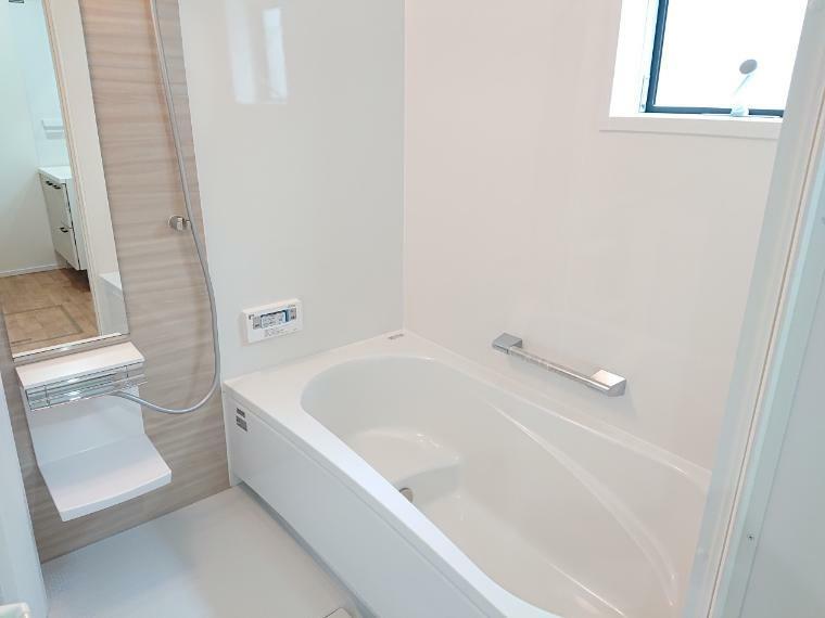浴室 浴室施工例 ゆったりとした浴室で一日の疲れを癒してください。