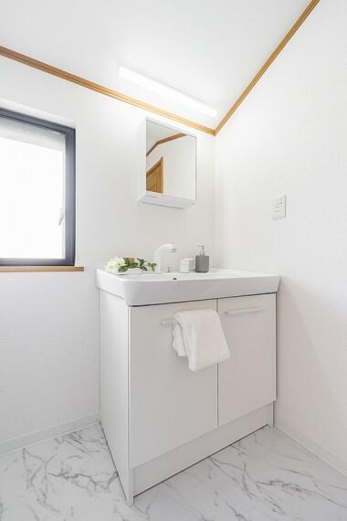 洗面化粧台 【2階洗面スペース】暮らしを快適に変えるシャワー付洗面台