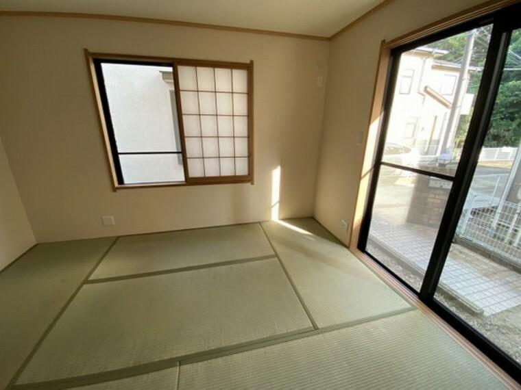 専用部・室内写真 【1階和室6畳】2面採光で陽当り・通風良好です!