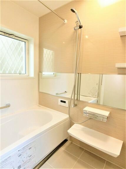 浴室 バスルームはゆったり1坪以上ございます。