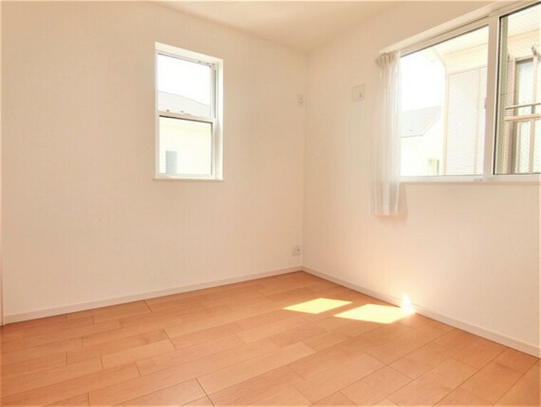 専用部・室内写真 2面に窓があり、風通し良好です。