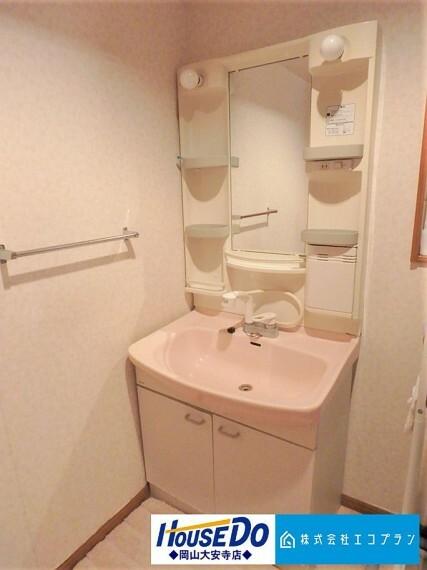 洗面化粧台 洗面からお化粧まで!忙しい朝の準備にぴったりな洗髪洗面化粧台付き