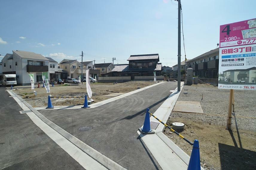 現況写真 位置指定道路の新設工事が完了しました。 綺麗な街並みへの第一歩です。