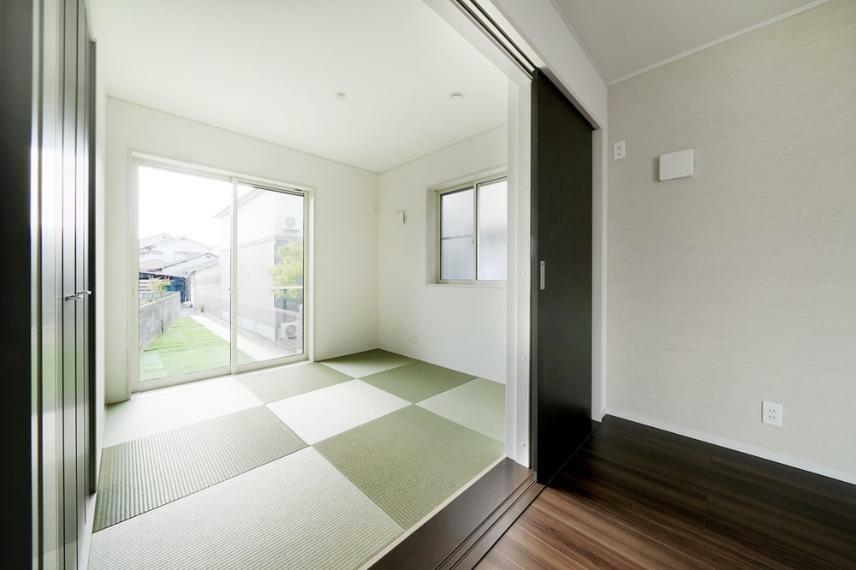 同仕様写真(内観) 6号地の和室です。 やすらぎのスペース、和室。庭を眺められることで「落ち着ける」空間を演出します。