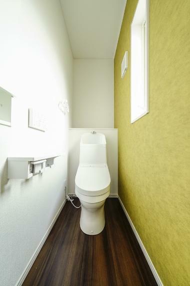 同仕様写真(内観) 6号地のトイレです。 換気と明るさに配慮した、清潔感溢れるトイレです。