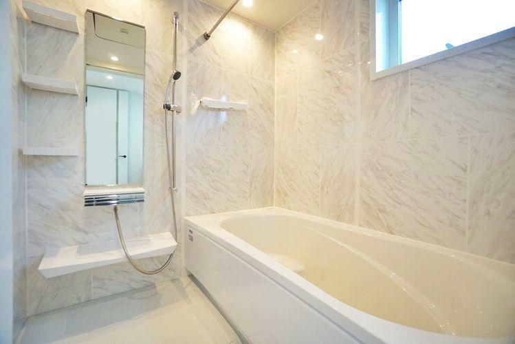 浴室 浴室換気乾燥機付。バスルームは一坪の広さがありますので一日の疲れをゆっくり癒やしてください。