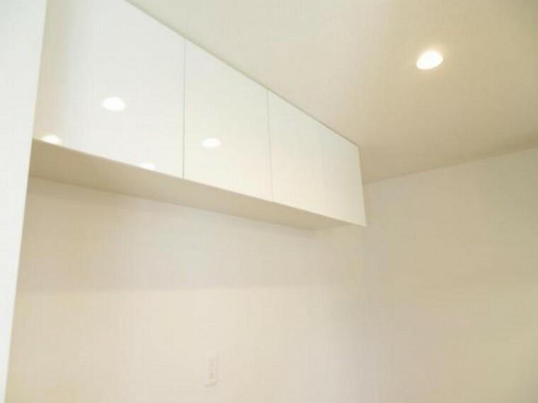 キッチン キッチンには吊戸棚もあります。沢山収納できますね。