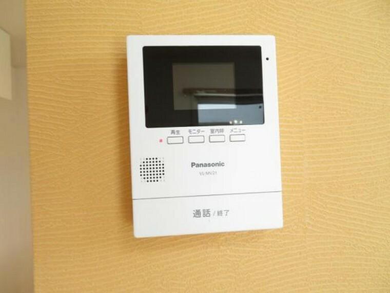 防犯設備 モニター付きインターホンで来客も一目で確認できて安心