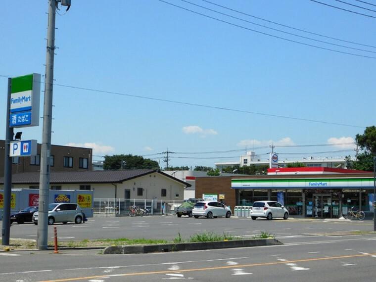 コンビニ ファミリーマート鶴ヶ島五味ケ谷店 ファミマといえばファミチキ先輩ですよね!