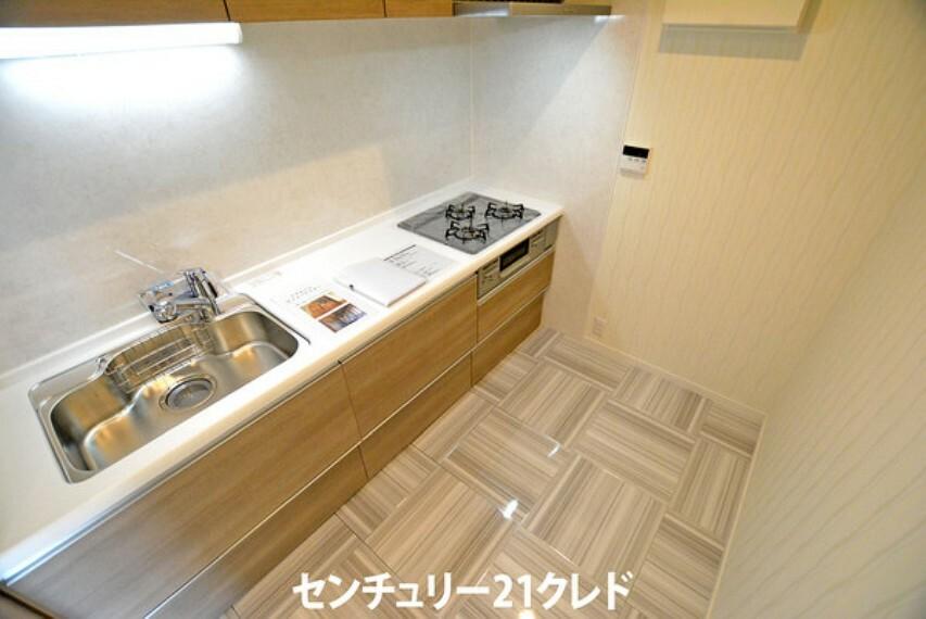 キッチン 使い勝手の良いシステムキッチン。 家事をスマートにこなし、くつろぎや家族団らんの時間を創出します。
