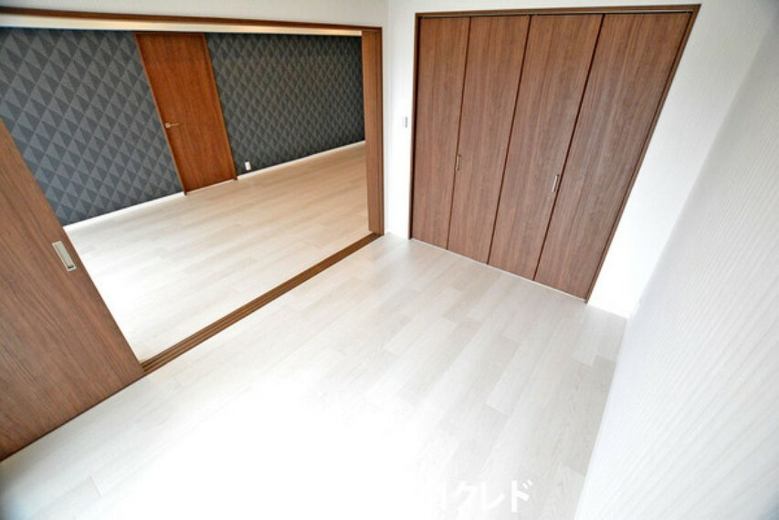 子供部屋 個室にも続き間にもお使い頂ける6帖洋室です!引き戸を開ければLDKと併せて約22帖の広々とした空間になります!