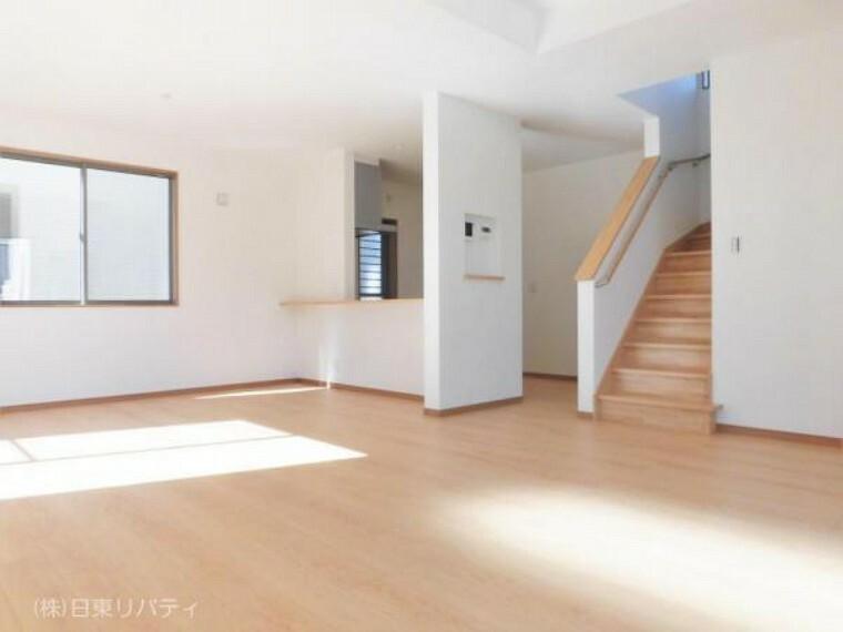 居間・リビング LDKは22帖の広々空間です。