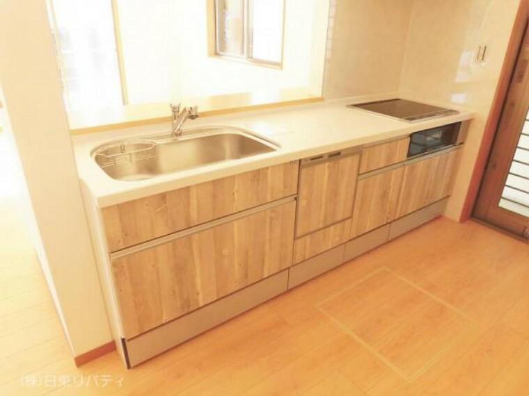 ダイニングキッチン キッチンには食洗機や浄水器・IHクッキングヒーターを完備!!