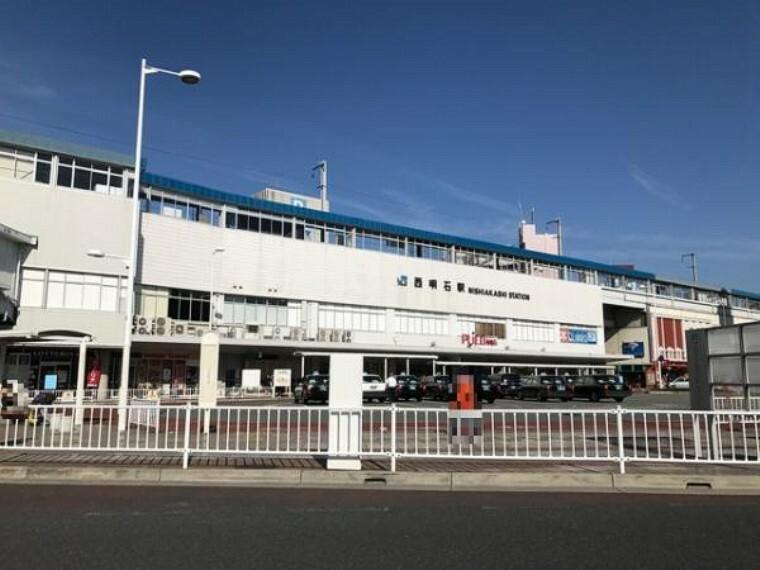 山陽本線「西明石駅」新快速停車駅です。駅内にはショッピングモールや食事処があり便利です。北側には駐輪場があります。スーパーやコンビニ・銀行なども近くにあります。