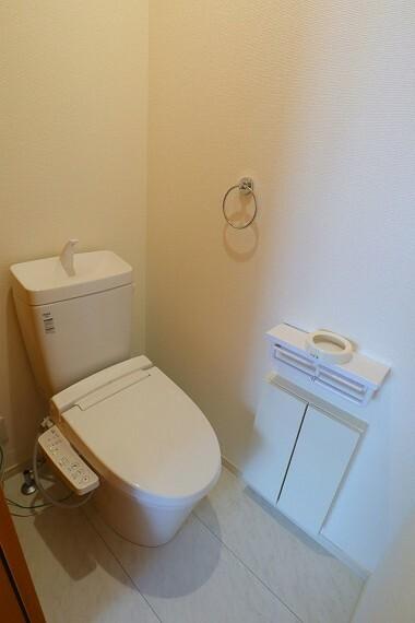 トイレ トイレ ウォシュレット付き  各階にトイレがあり便利です