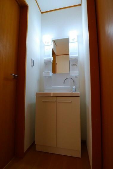 洗面化粧台 洗面台 2階にもあると便利な洗面台  混み合う朝の支度も快適です