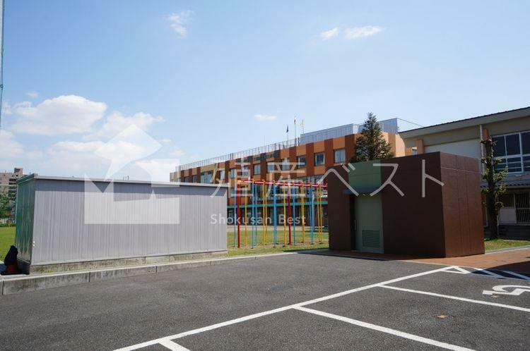 小学校 平成21年から「三鷹市立第三小学校」は、小・中一貫教育校「三鷹中央学園」となり、平成25年には新校舎が出来ました。人間性や学力を育てる1学年3から4クラスの学校です。