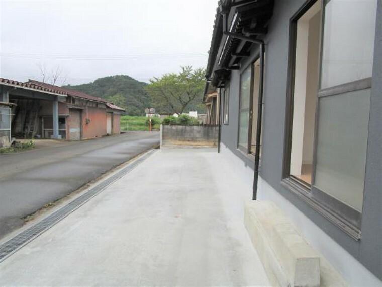 【リフォーム済】庭を解体して駐車場をつくりました。3台駐車可能です。