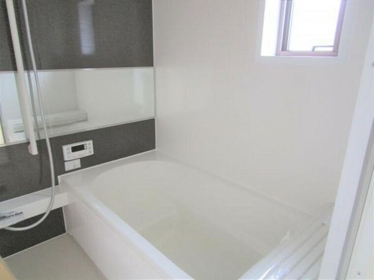 【リフォーム済】1坪タイプのお風呂です。足を延ばしてゆっくりとした時間をお過ごしください。