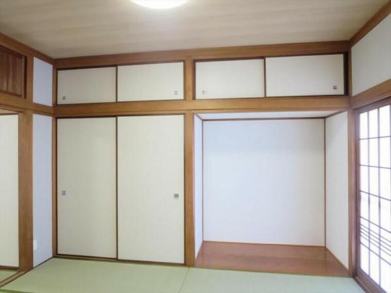 (リフォーム済)1階6畳和室は天井・壁をクロス貼りにし、畳の表替えと障子及び襖の貼替を行いました。タンス置き場もありますので畳を傷つけずに家具を置けますね。