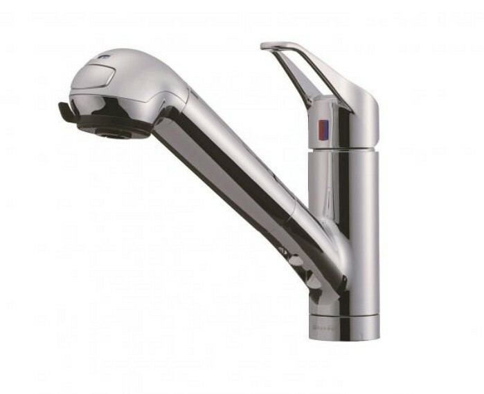 キッチン (リフォーム済)キッチンの水栓には、専用の浄水カートリッジをセットできるようになっており、いつでもおいしいお水が飲める嬉しい仕様です。(カートリッジは定期的な交換が必要です)
