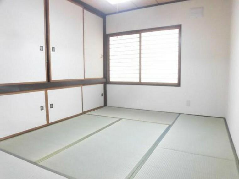 【リフォーム後】2階6畳和室は畳の表替えを行いました。イグサの香りに癒されながらごろ寝が出来る和の空間は小さなお子様にもご年配の方にもくつろぎの場になるのであると嬉しいですね。