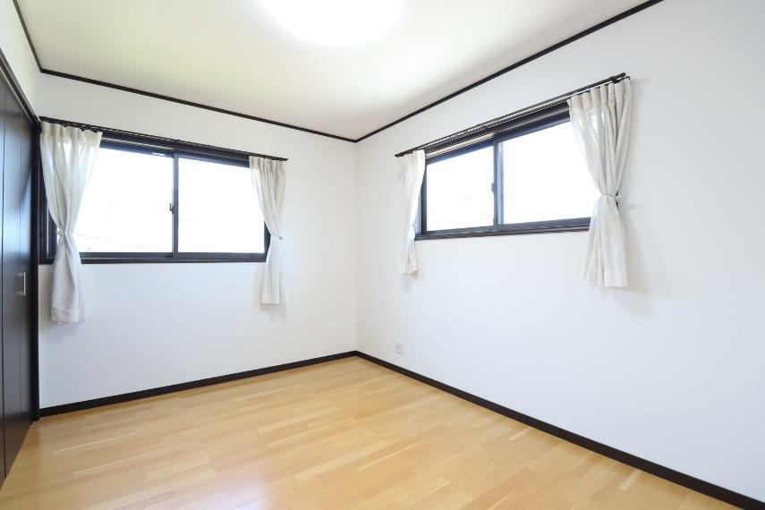 洋室 二面採光で陽当たり・風通し良好○