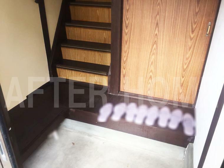 玄関 ※空家当時の室内写真