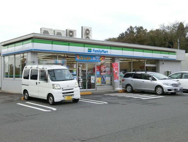 コンビニ ファミリーマート千葉若松御成街道店