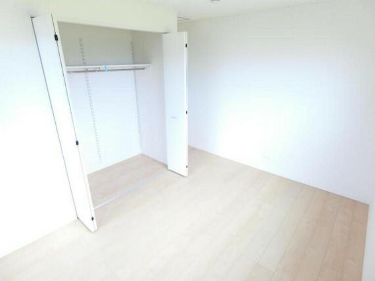 全居室収納付きで室内もすっきり快適です。