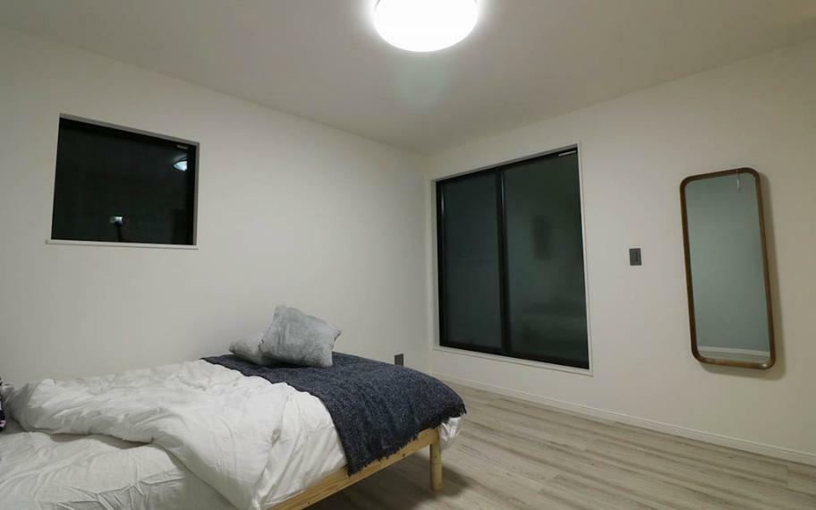 寝室 4号地■寝室からはプライベートバルコニーに出ることができます。