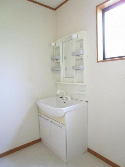 洗面化粧台 便利な小物棚のある洗面化粧台