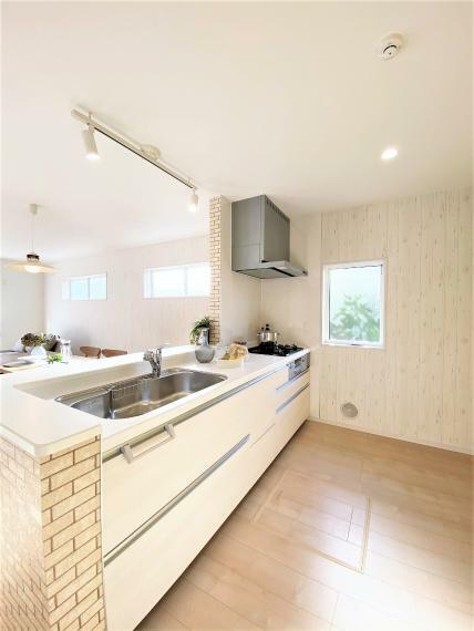 キッチン 同仕様例。 会話を楽しみながらお料理ができる対面式キッチン。