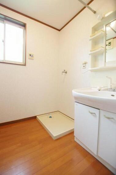 洗面化粧台 シンプルで使い勝手のよい洗面所