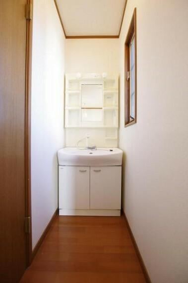 洗面化粧台 2階にも洗髪洗面化粧台付きです