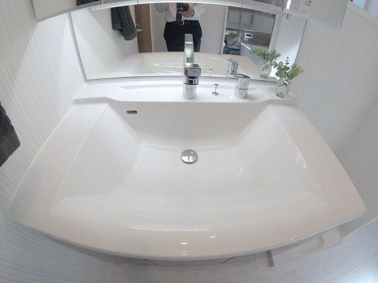 洗面化粧台 シャンプードレッサー付き独立洗面台!
