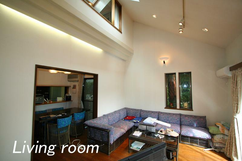 居間・リビング 吹抜け天井のリビング