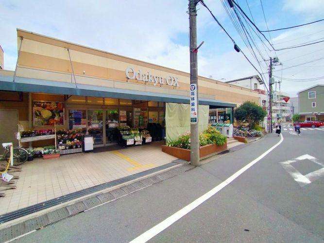 スーパー OdakyuOX三鷹台店 徒歩3分。