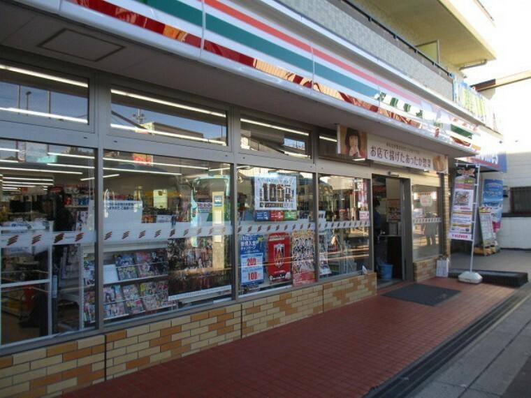 コンビニ セブンイレブン鴻巣駅西口店