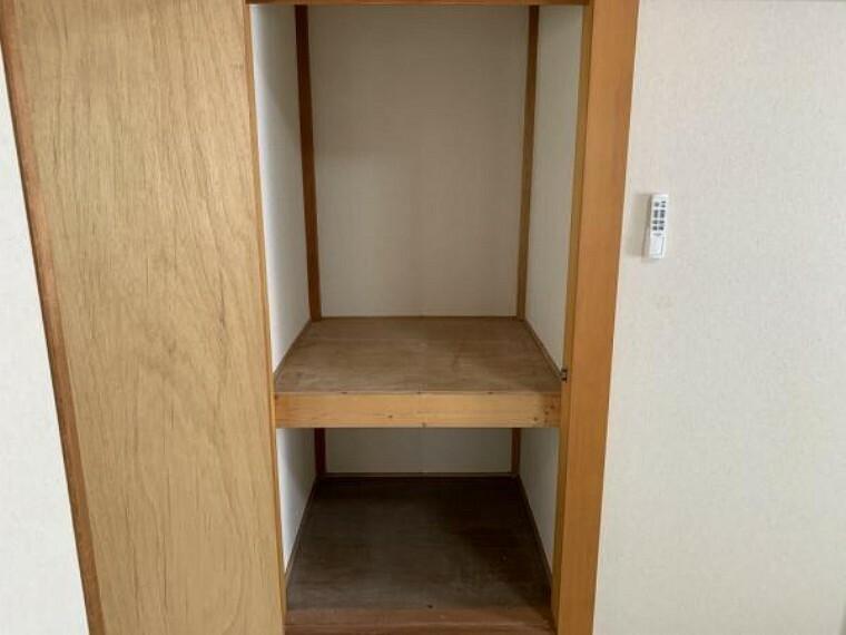 収納 【リフォーム済】和室の収納です。収納内にクロスを張りました。お部屋に1つ収納があると嬉しいですね。