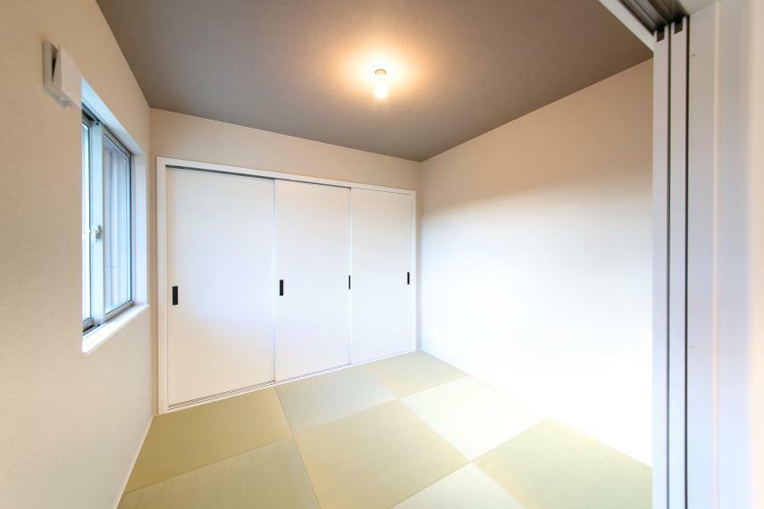 寝室 No.3 リビングに併設された和室は押し入れもあります