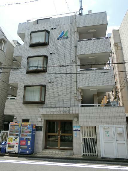 外観写真 住宅地に建つ低層型マンションです。
