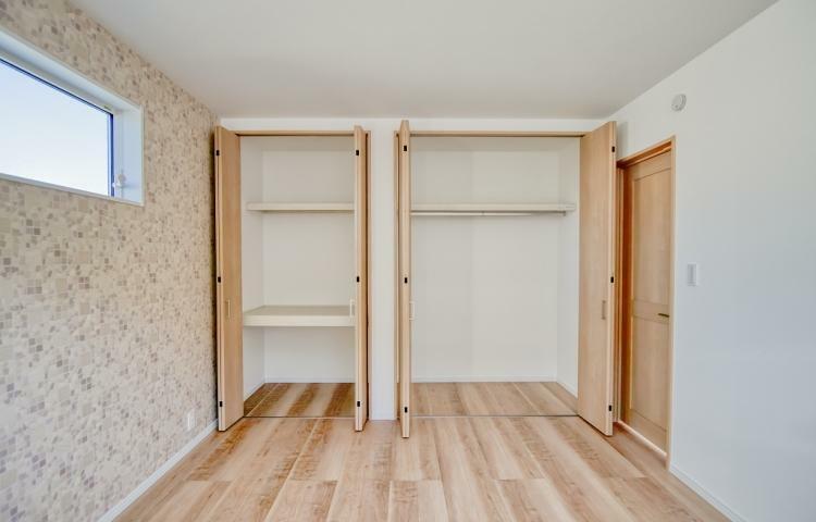 寝室 NO.3 主新室には2つの収納スペースを設けました。