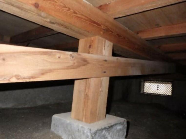 構造・工法・仕様 中古住宅の3大リスクである、雨漏り、主要構造部分の欠陥や腐食、給排水管の漏水や故障を2年間保証します。その前提で床下まで確認の上でリフォームし、シロアリの被害調査と防除工事を行います。