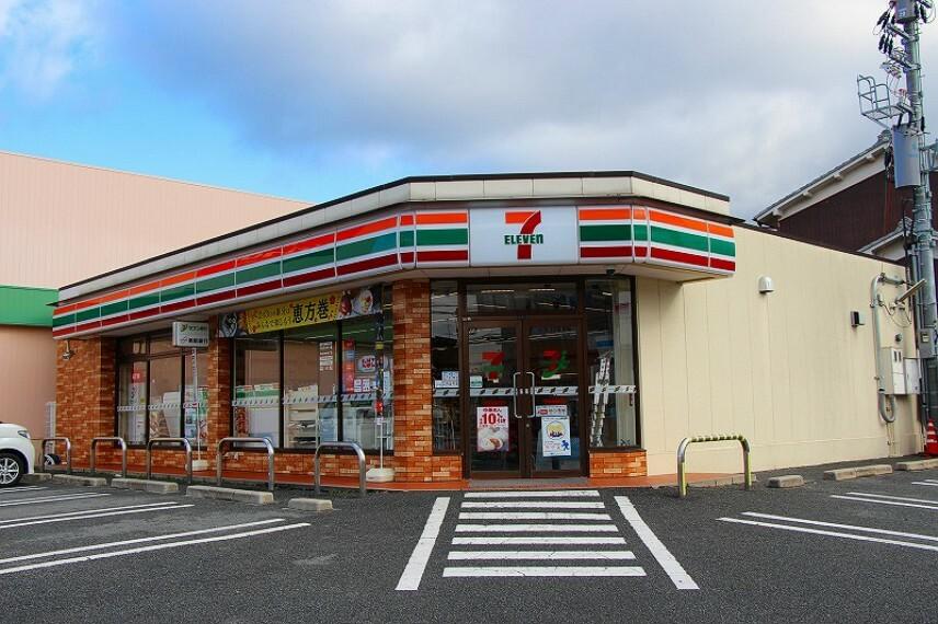 コンビニ セブンイレブン奈良高畑店まで徒歩7分
