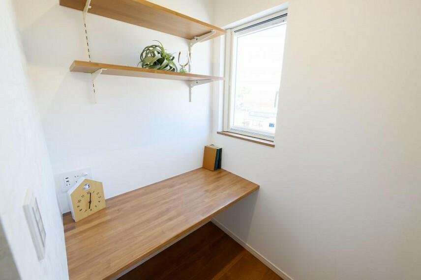参考プラン間取り図 【52号地 リモートスペース】主寝室の一角にカウンタースペースをご用意しました。書斎として、在宅ワークスペースとしてもお使いいただけます。