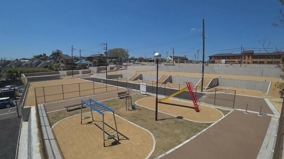 現況写真 子供たちがのびのびと毎日体を動かして遊べるよう、タウン内には遊具付きの公園を設けております。また、地域の方々とのコミュニティスペースとしてもお使い頂ける憩いの場です。(分譲地公園)