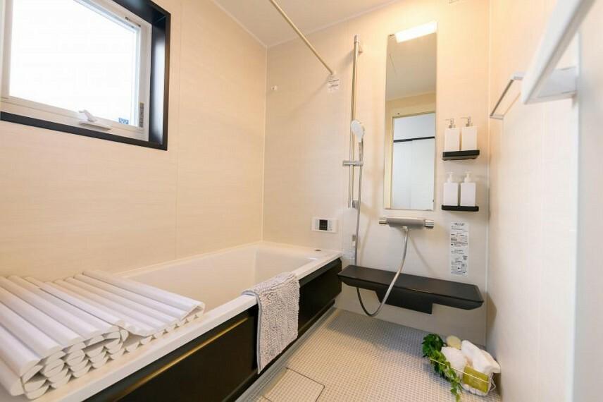参考プラン間取り図 【当社施工例 浴室】TOTOのお風呂でお手入れラクラク。広さも十分に確保しているのでお子様とお風呂に入ってもゆったりくつろげますね。