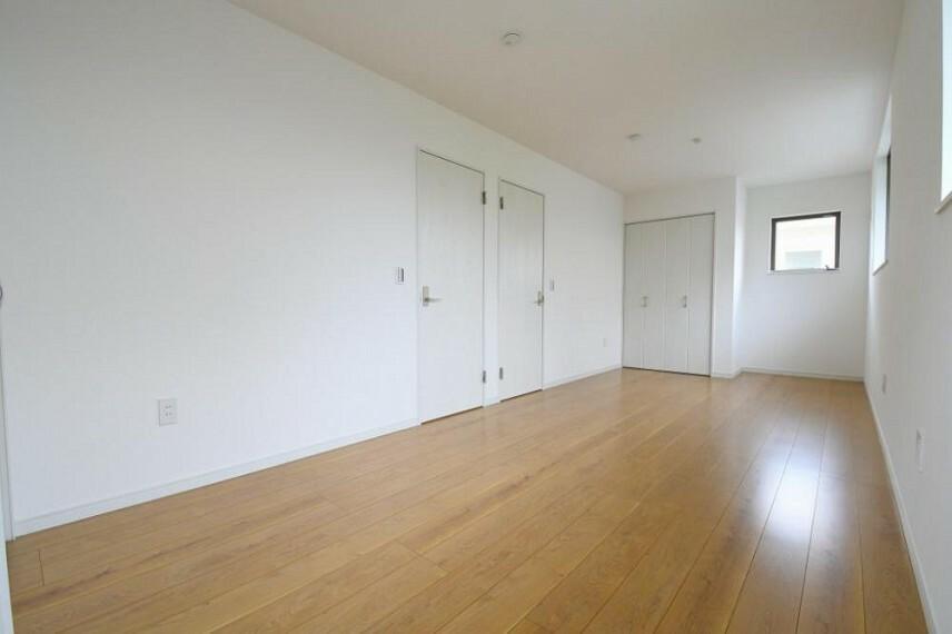 洋室 【23号地 2階洋室】二間続きの部屋はお子様の成長、家族のライフスタイルの変化に合わせて、2部屋に仕切ることが出来ます。家族の将来も見据えた間取りです。