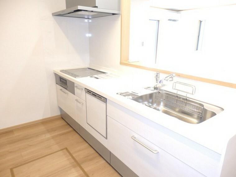 キッチン 家事も快適、食洗機付のシステムキッチン。